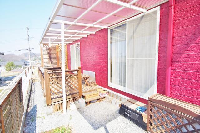 栃木県足利市-中古戸建て-赤い家-ウッドデッキ
