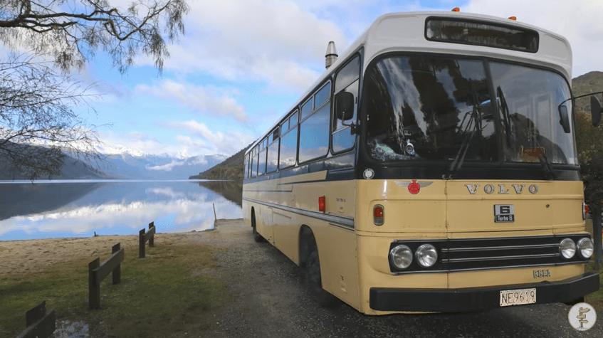 スクールバスで生活する夫婦