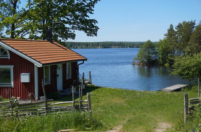 湖畔のタイニーハウス