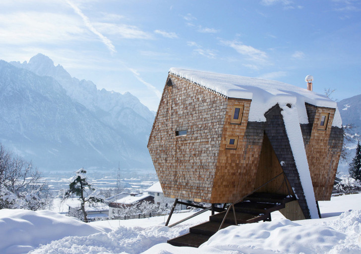 雪景色のすばらしいタイニーハウス