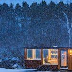 雪の中のタイニーハウス