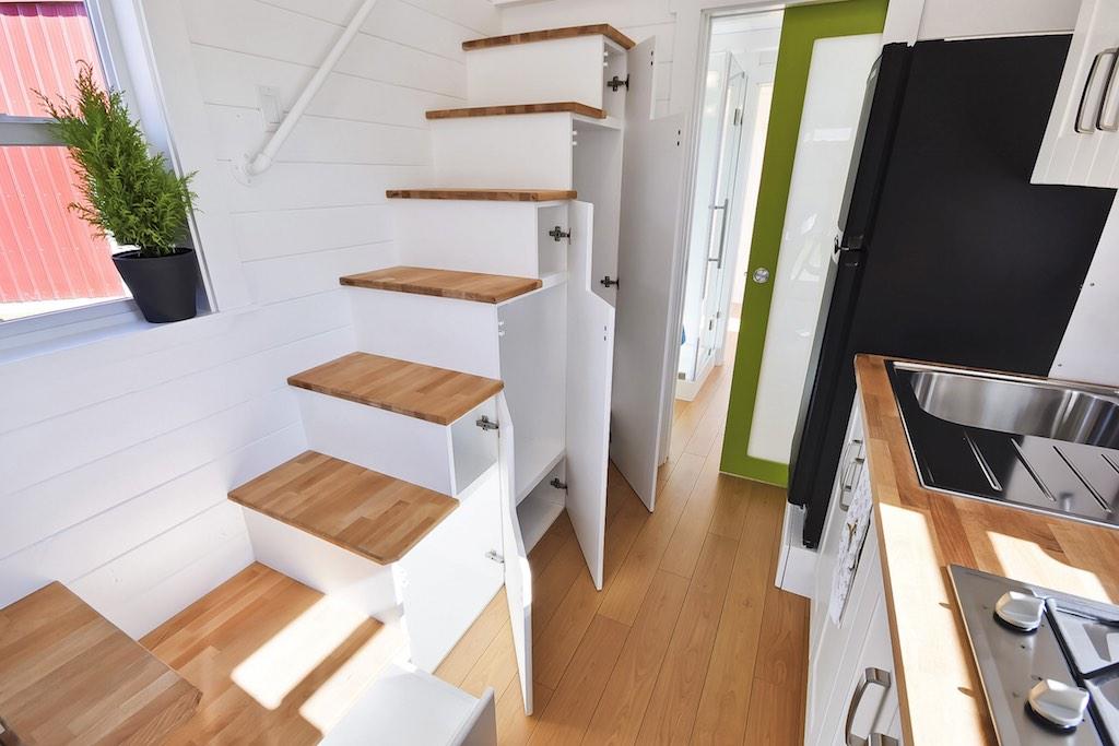 タイニーハウスの階段01