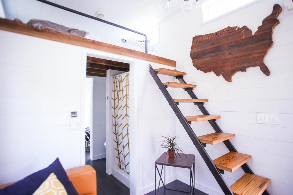 タイニーハウスの階段03