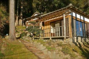 古き良き日本。山の斜面に建つ離れ(千葉県いすみ市)/Airbnb