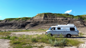 「借金も順調に返済できている」極寒の地カナダでのキャンピングカー生活