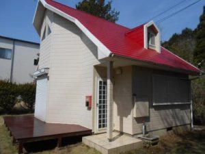 魔女の宅急便にでてきそう。赤い屋根の可愛い小さい別荘。380万円(茨城県)