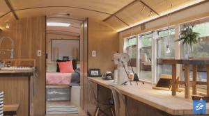 「今の生活は私の望んでいたもの」約270万円で作ったバスに10年間暮らす男性