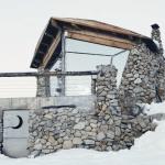 プロスノーボーダーのオフグリッドハウス