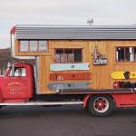 元消防車のタイニーハウスで暮らすプロスノーボーダー