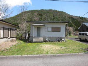 白くてかわいい小さな家。340万円(福島)