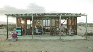 「自分が生きる世界を自分で創造している」砂漠にコミュニティスペースを作る女性