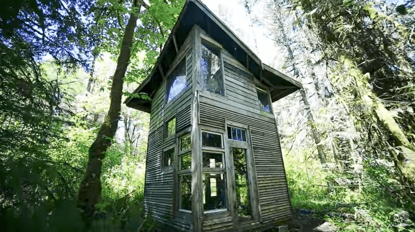森の中のキャビン