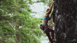 「次の冒険のために貯金」バンで暮らしながら旅とクライミングを楽しむ女性