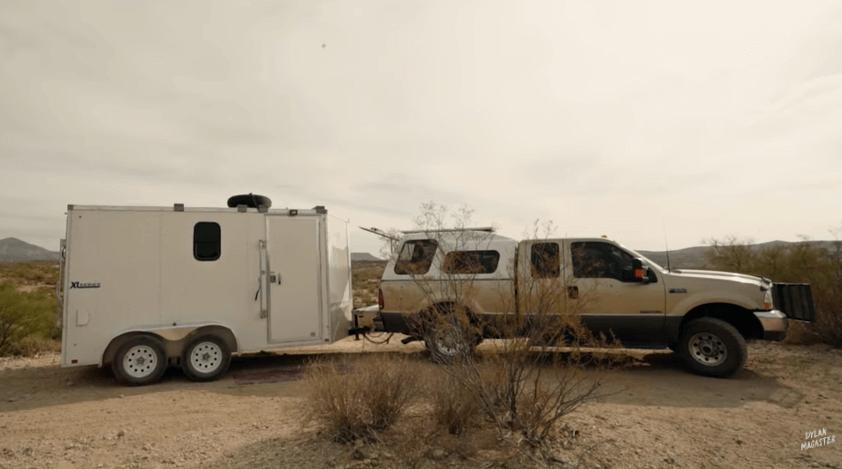 トラックに住む女性