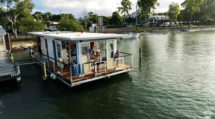タイニーハウスボート