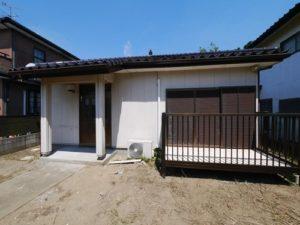 小さな家と広い庭の家。498万円(千葉)