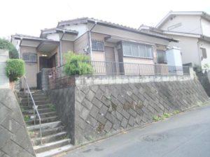 石垣の上の穏やかな平屋。230万円(埼玉)