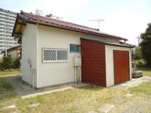 【108坪】テラスも庭も広い。赤い屋根の小さな家。480万円(千葉)