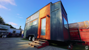 「経済的に大きな助けになった」1年分の家賃と同じ金額でタイニーハウスを作ったカップル