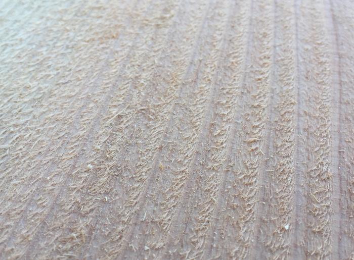 杉板の毛羽立ち
