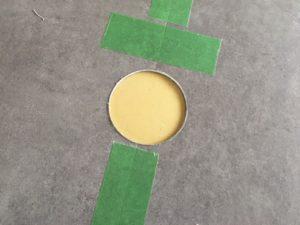 フロアタイルを丸く切り抜く方法・道具【円カッター】